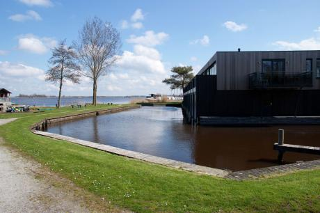 Watervilla Aan de Friese Meren