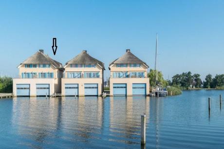 Watervilla Bij de Sluis