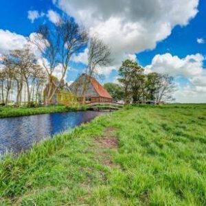 Watervilla Boerderij met chalet in Friesland